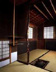 """Asimetría de una casa de té. Imagen en el libro """"El jardín del té"""", de Katsuhiko Mizuno"""