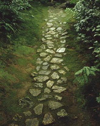 Camino de piedras roji_Omotesenke School of Tea
