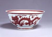 Chawan porcelana con motivo de dragón rojo_China_Siglo XV_TNM