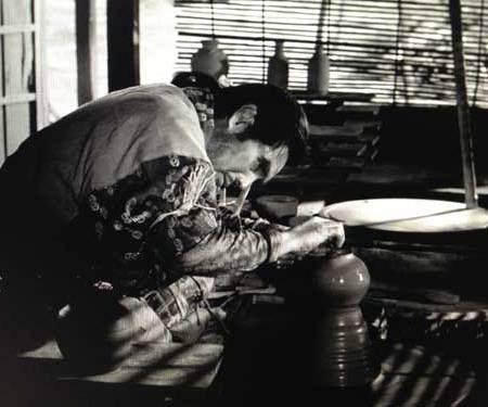 """Alfarero. (Fotograma de la película """"Ugetsu"""", K. Mizoguchi, 1953)"""