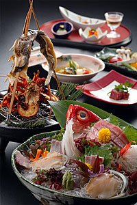 Cena a base de pescados de río Estilo Bôsô, típicos de la zona. (Foto: www.japanryokan.net)