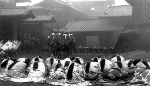 "La sociedad Kamakura estaba completamente militarizada. (Fotograma de la película ""Trono de Sangre"", de Akira Kurosawa)"