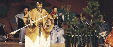 """Escena de la obra Nô """"Los pinos gemelos"""". (Fuente: Japan Arts Council)"""