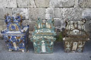Urnas funerarias de Okinawa (Fuente: www.greenshinto.com)
