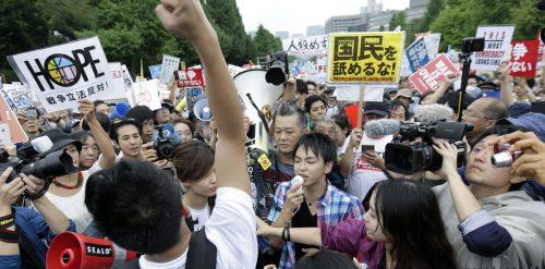 Jóvenes protestan contra nueva Ley de Defensa de Japón_wwwnacioncom