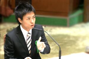 Kensuke Harada, durante una intervención en la Dieta. Foto cortesía de www.youth-create.jp