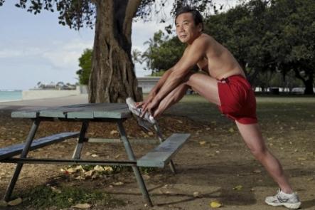 Haruki Murakami (67 años) haciendo ejercicio, en 2013. (Fuente: El Mundo)