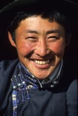 Joven nómada mongol. (www.nationalgeographic.com)