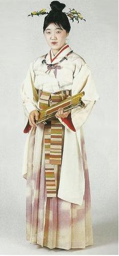 Recreación actual de una tejedora de la Edad del Bronce (Kôfun). (Fuente: Pinterest)