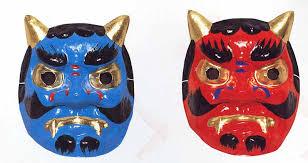 """El oni azul y el oni rojo, protagonistas de """"El ogro rojo que lloró"""", son máscaras que se vendenb en los tenderetes de los festivales, y en las tiendas """"konbini"""" de todo Japón."""