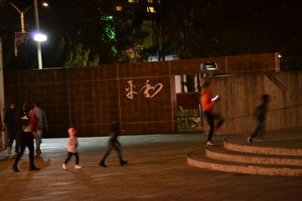 Niños jugando en la Plaza de la Paz